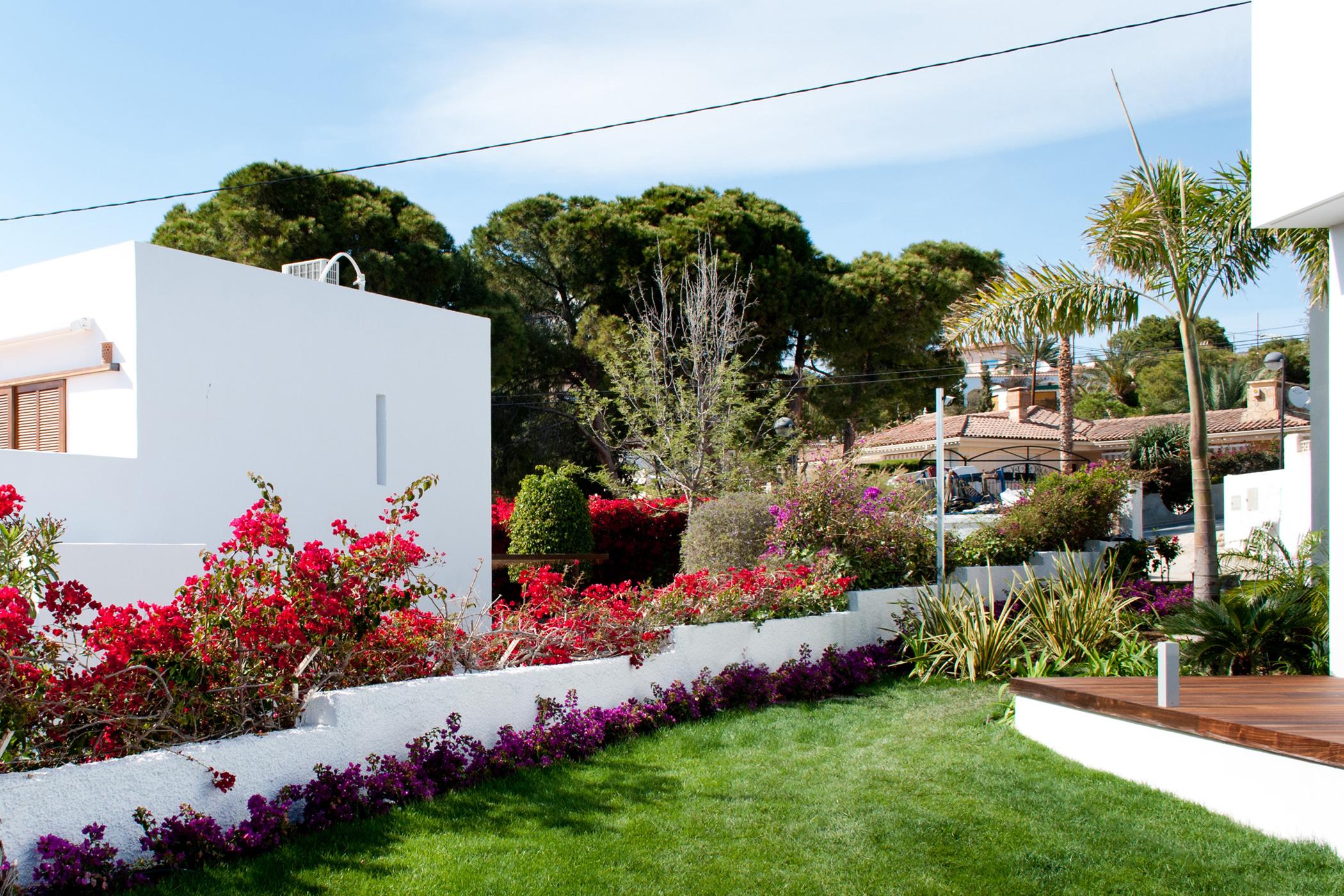 Un jard n con vistas dise o de jard n mediterr neo en Plantas jardin mediterraneo