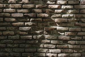 muro de ladrillo jardin principe de anglona