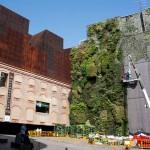CaixaForum y su jardín vertical.