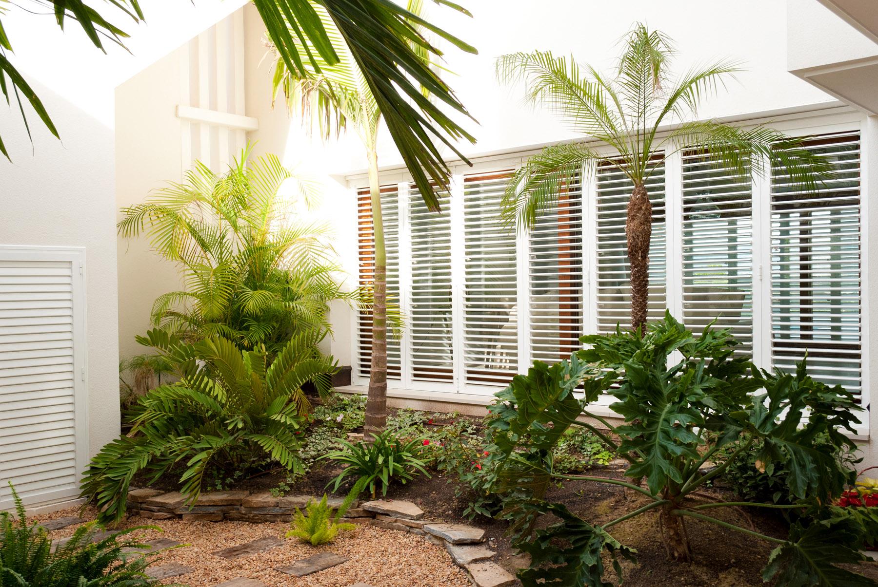 El jard n de laura jard n de matices en villa alicantina for Jardines de pared para interiores